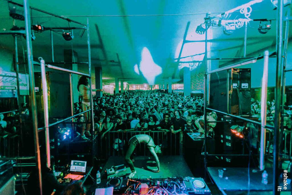 musica eletronica brasilia Balada em tempos de Crise